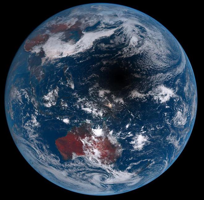 Фото со спутника полной луны